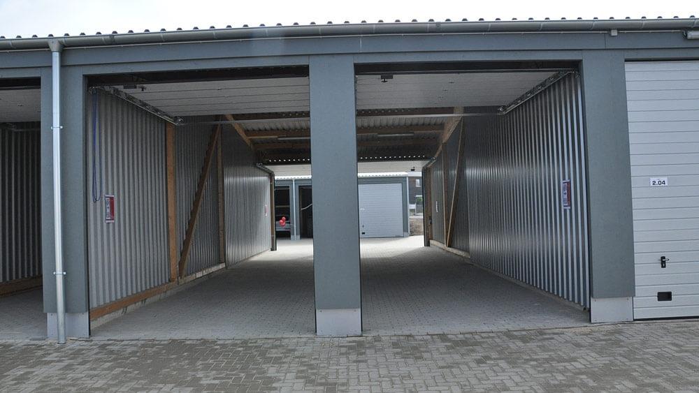 Foto MEGA-Garagenpark Köln Ansicht offene Garagen