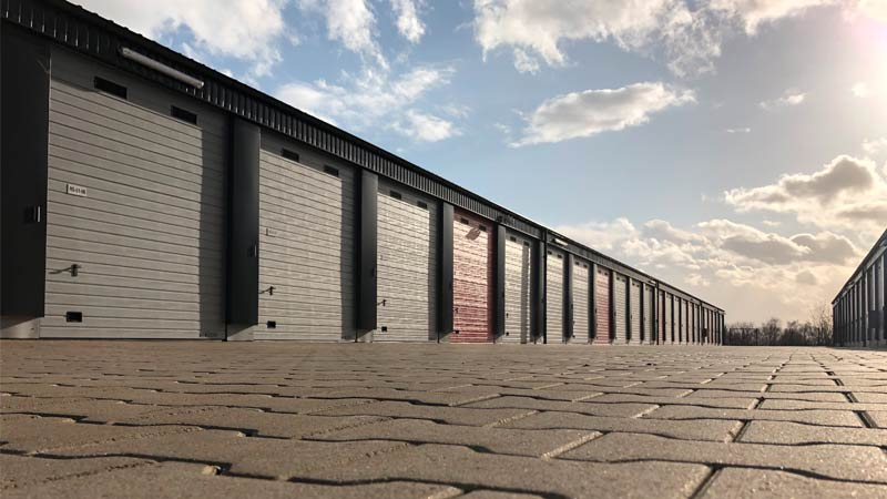 Froschperspektive MEGA-Garagenpark Remscheid durch R2B Finanzmanufaktur